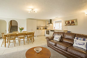 Round House - open plan lounge, kitchen and dining area
