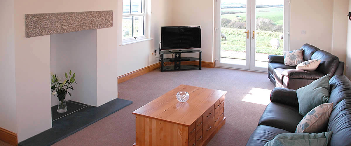 Endellion Cottage - a modern holiday cottage at Tolraggott Farm, sleeps up to 8